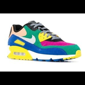 Pre-Owned in excellent condition Nike Air Max QS. Multi-colored size 6.5
